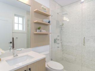 Photo 12: 620 E 11 AVENUE in Vancouver: Mount Pleasant VE 1/2 Duplex for sale (Vancouver East)  : MLS®# R2418353