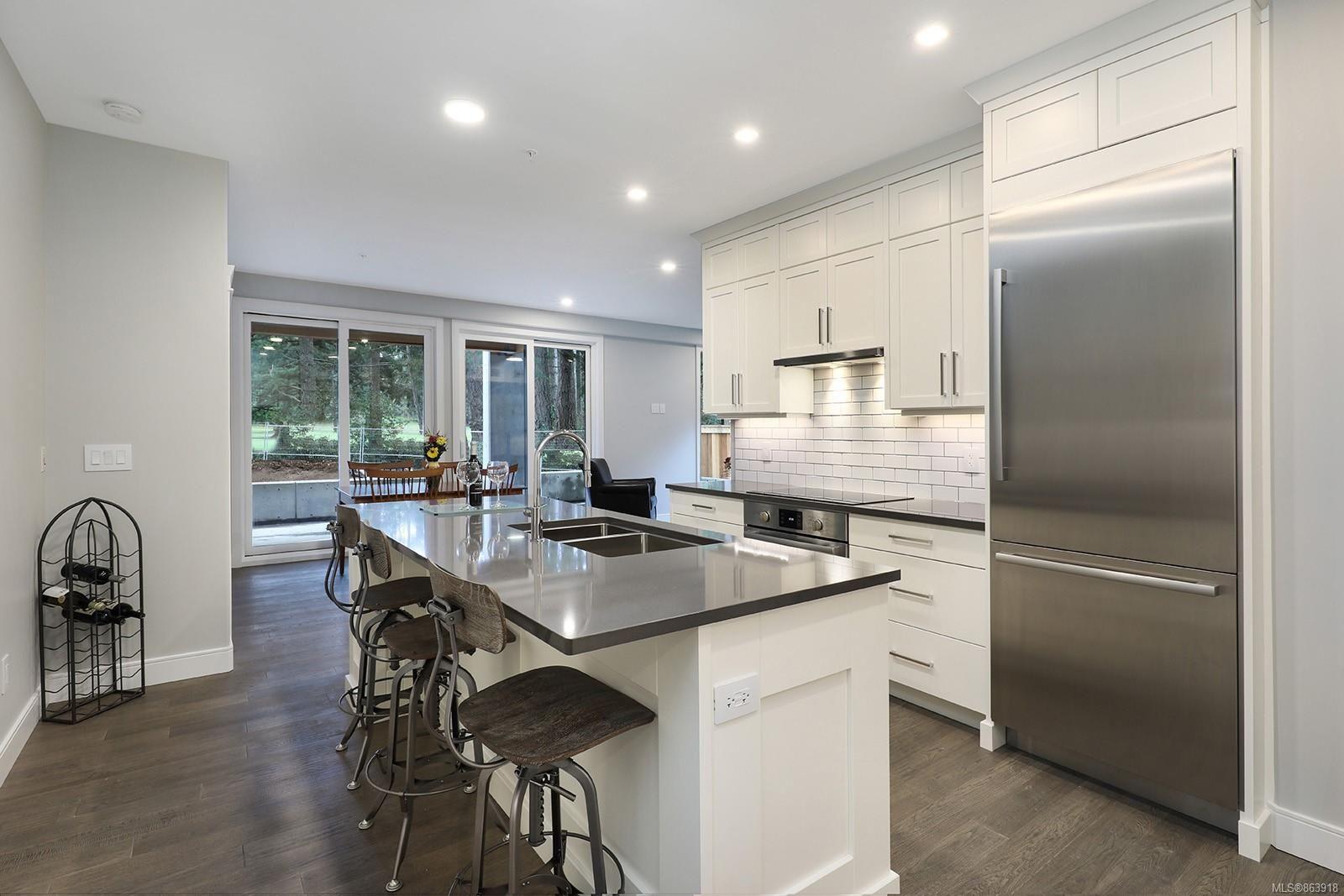 Photo 3: Photos: 107 1700 Balmoral Ave in : CV Comox (Town of) Condo for sale (Comox Valley)  : MLS®# 863918
