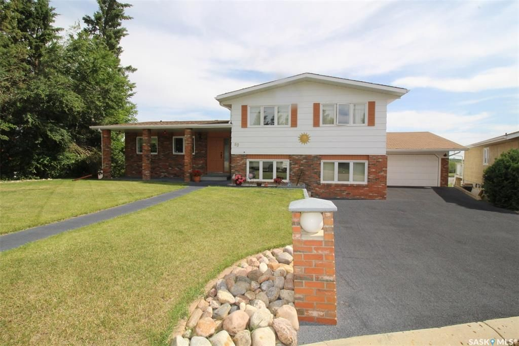 Main Photo: 82 Riverbend Crescent in Battleford: Residential for sale : MLS®# SK821426