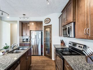 Photo 5: 332c Silvergrove Place NW in Calgary: Silver Springs Detached for sale : MLS®# A1088250