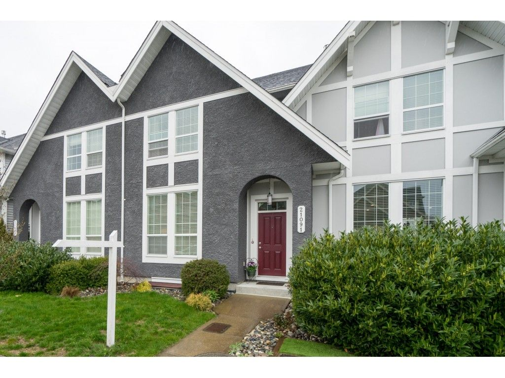 """Main Photo: 21091 79A Avenue in Langley: Willoughby Heights Condo for sale in """"Yorkton South"""" : MLS®# R2252782"""