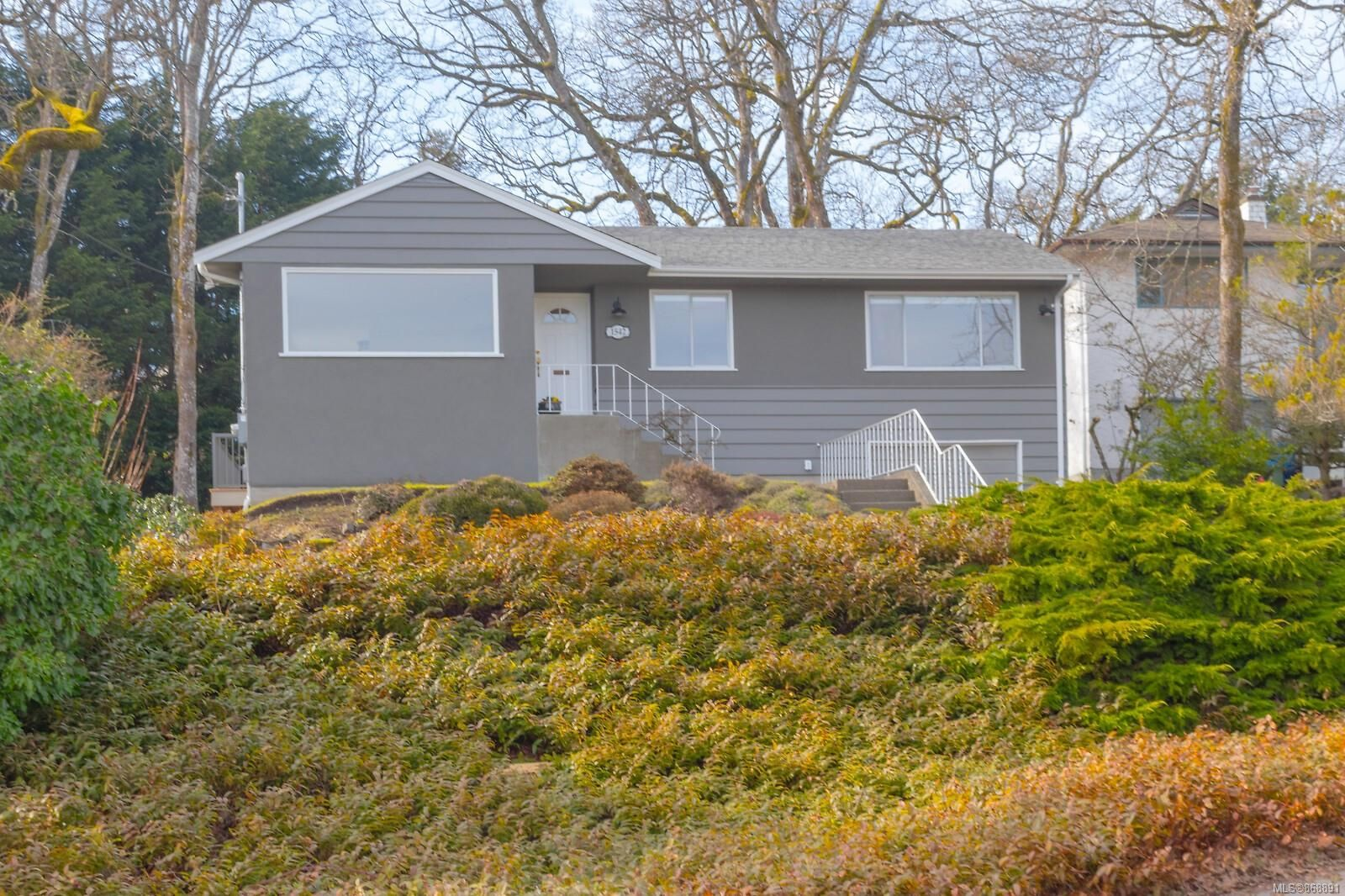Main Photo: 1542 Oak Park Pl in : SE Cedar Hill House for sale (Saanich East)  : MLS®# 868891
