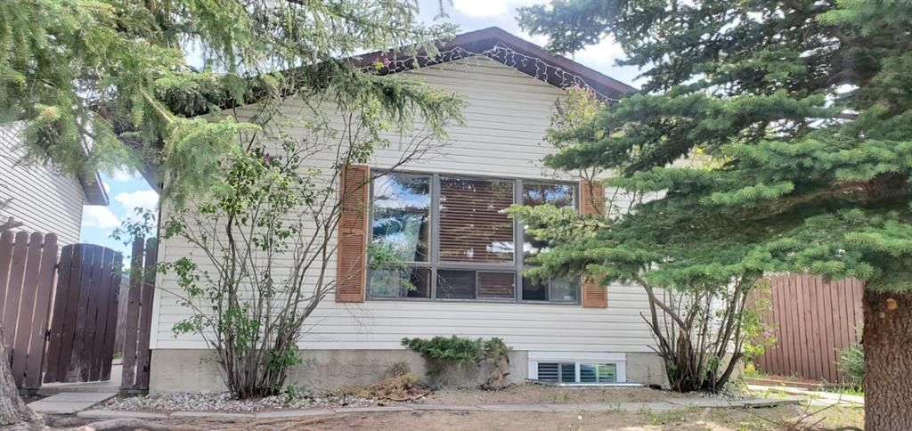 Main Photo: 84 Whitnel Place NE in Calgary: Whitehorn Detached for sale : MLS®# A1116958