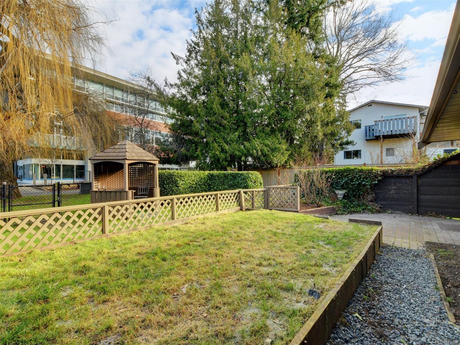 Photo 21: Photos: 8 4350 West Saanich Rd in : SW Royal Oak Row/Townhouse for sale (Saanich West)  : MLS®# 865926