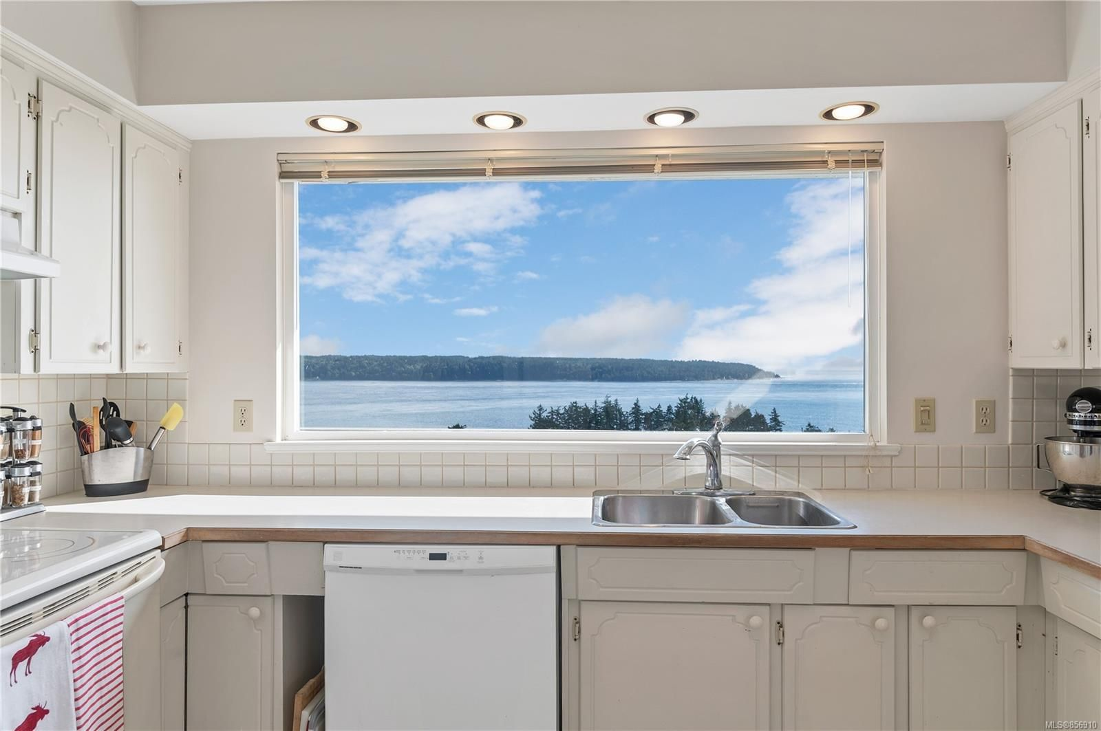 Photo 8: Photos: 215 S Alder St in : CR Campbell River Central House for sale (Campbell River)  : MLS®# 856910