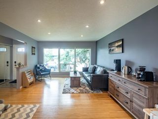 Photo 8: 49 Warwick Drive SW in Calgary: Westgate Detached for sale : MLS®# A1131664