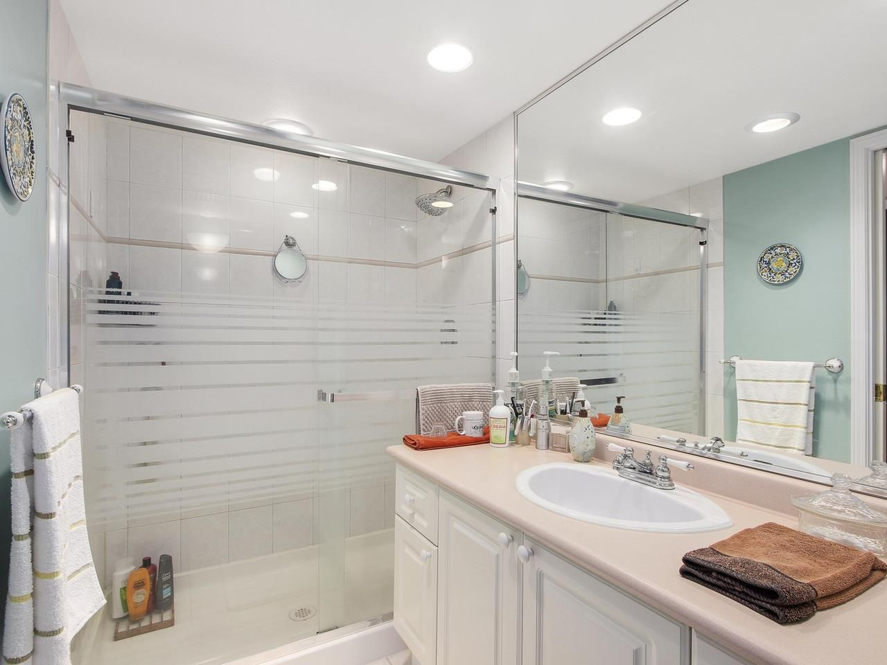 """Photo 8: Photos: 209 1575 BEST Street: White Rock Condo for sale in """"THE EMBASSY"""" (South Surrey White Rock)  : MLS®# R2151526"""