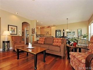 Photo 3: 8 5164 Cordova Bay Rd in VICTORIA: SE Cordova Bay Row/Townhouse for sale (Saanich East)  : MLS®# 704270