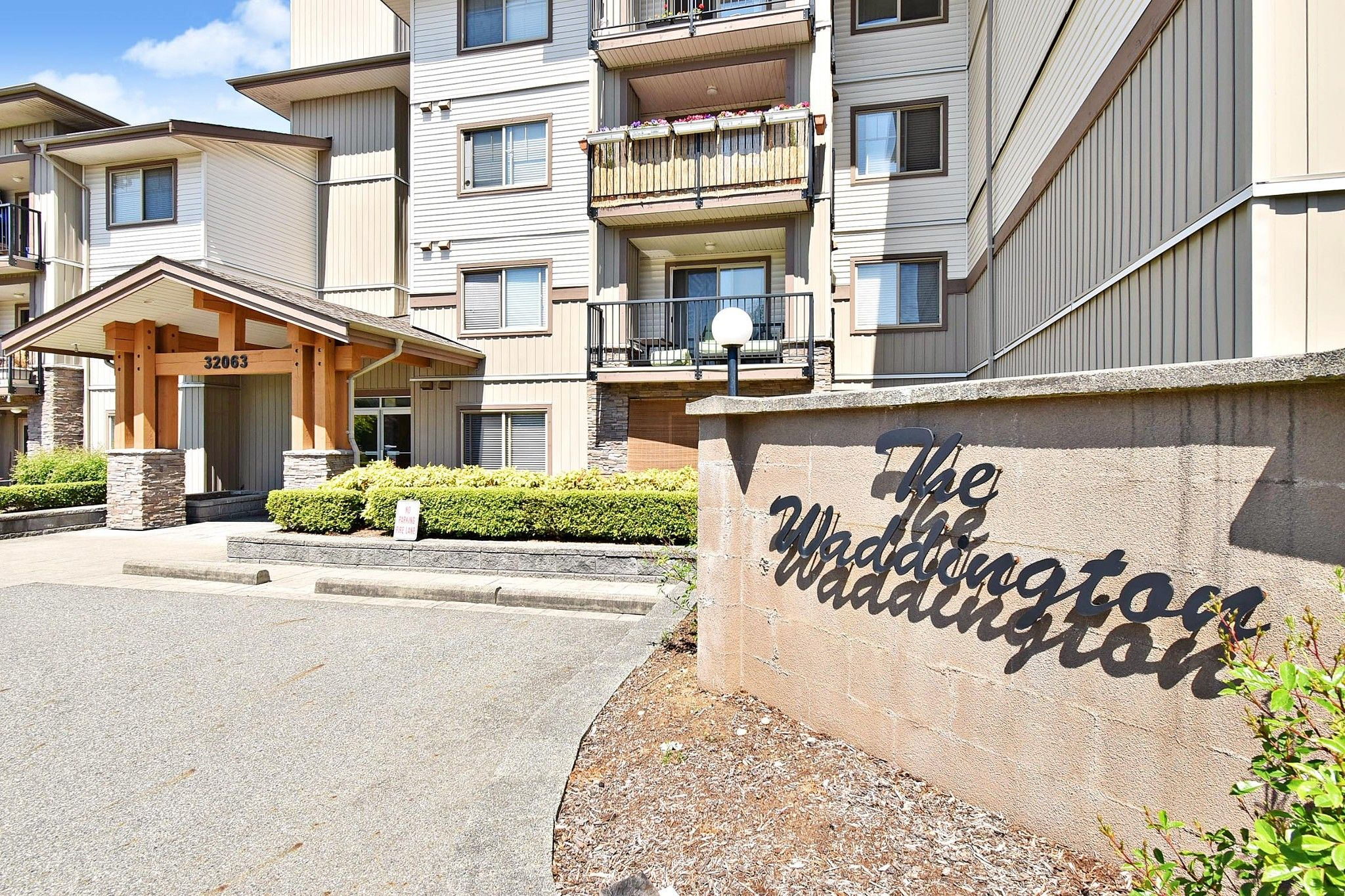 "Main Photo: 206 32063 MT WADDINGTON Avenue in Abbotsford: Abbotsford West Condo for sale in ""The Waddington"" : MLS®# R2579525"