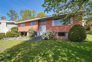 Photo 2: 6905 HYCREST DRIVE in Burnaby: Montecito House for sale (Burnaby North)  : MLS®# R2058508