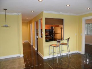 "Photo 1: 305 809 W 16TH Street in North Vancouver: Hamilton Condo for sale in ""PANORAMA COURT"" : MLS®# V889808"
