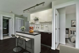"""Photo 4: 2202 10777 UNIVERSITY Drive in Surrey: Whalley Condo for sale in """"CITY POINT"""" (North Surrey)  : MLS®# R2564095"""