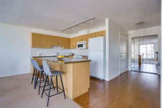 """Photo 5: 1703 720 HAMILTON Avenue in New Westminster: Uptown NW Condo for sale in """"Generations"""" : MLS®# R2447209"""