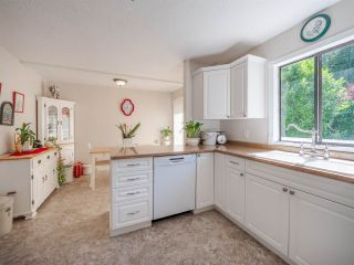 Photo 2: 5717 TRAIL Avenue in Sechelt: Sechelt District House for sale (Sunshine Coast)  : MLS®# R2546289