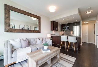 """Photo 1: 910 1708 COLUMBIA Street in Vancouver: False Creek Condo for sale in """"WALL CENTRE FALSE CREEK"""" (Vancouver West)  : MLS®# R2388986"""