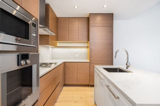 """Photo 5: 101 5693 ELIZABETH Street in Vancouver: Cambie Condo for sale in """"THE PARKER"""" (Vancouver West)  : MLS®# R2548104"""
