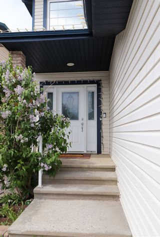 Photo 3: 10628 181 Avenue in Edmonton: Zone 27 House for sale : MLS®# E4247621