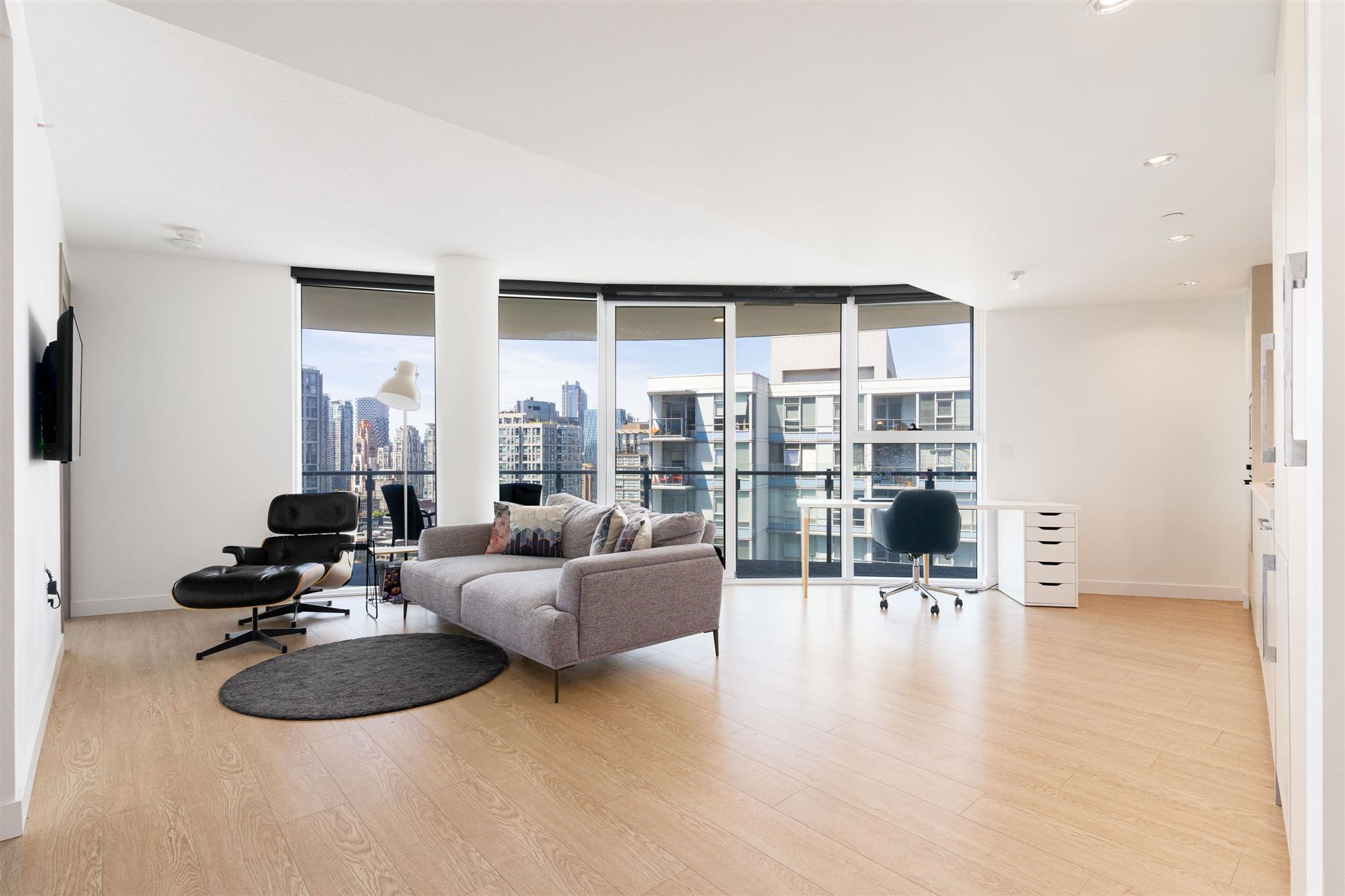 """Main Photo: Videos: 2405 89 NELSON Street in Vancouver: Yaletown Condo for sale in """"THE ARC"""" (Vancouver West)  : MLS®# R2594695"""