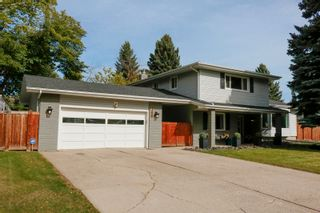 Photo 1: 144 QUESNELL Crescent in Edmonton: Zone 22 House for sale : MLS®# E4265039