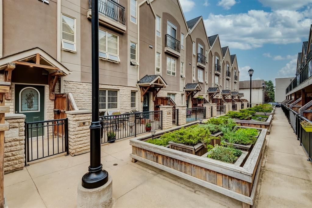 Main Photo: 8 1729 34 Avenue SW in Calgary: Altadore Row/Townhouse for sale : MLS®# A1136196