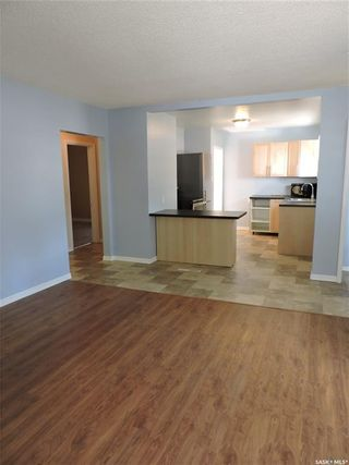 Photo 3: 253 2nd Avenue North in Yorkton: Central YO Residential for sale : MLS®# SK819603