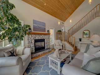 Photo 10: 481 CENTRAL Avenue in Gibsons: Gibsons & Area House for sale (Sunshine Coast)  : MLS®# R2491931