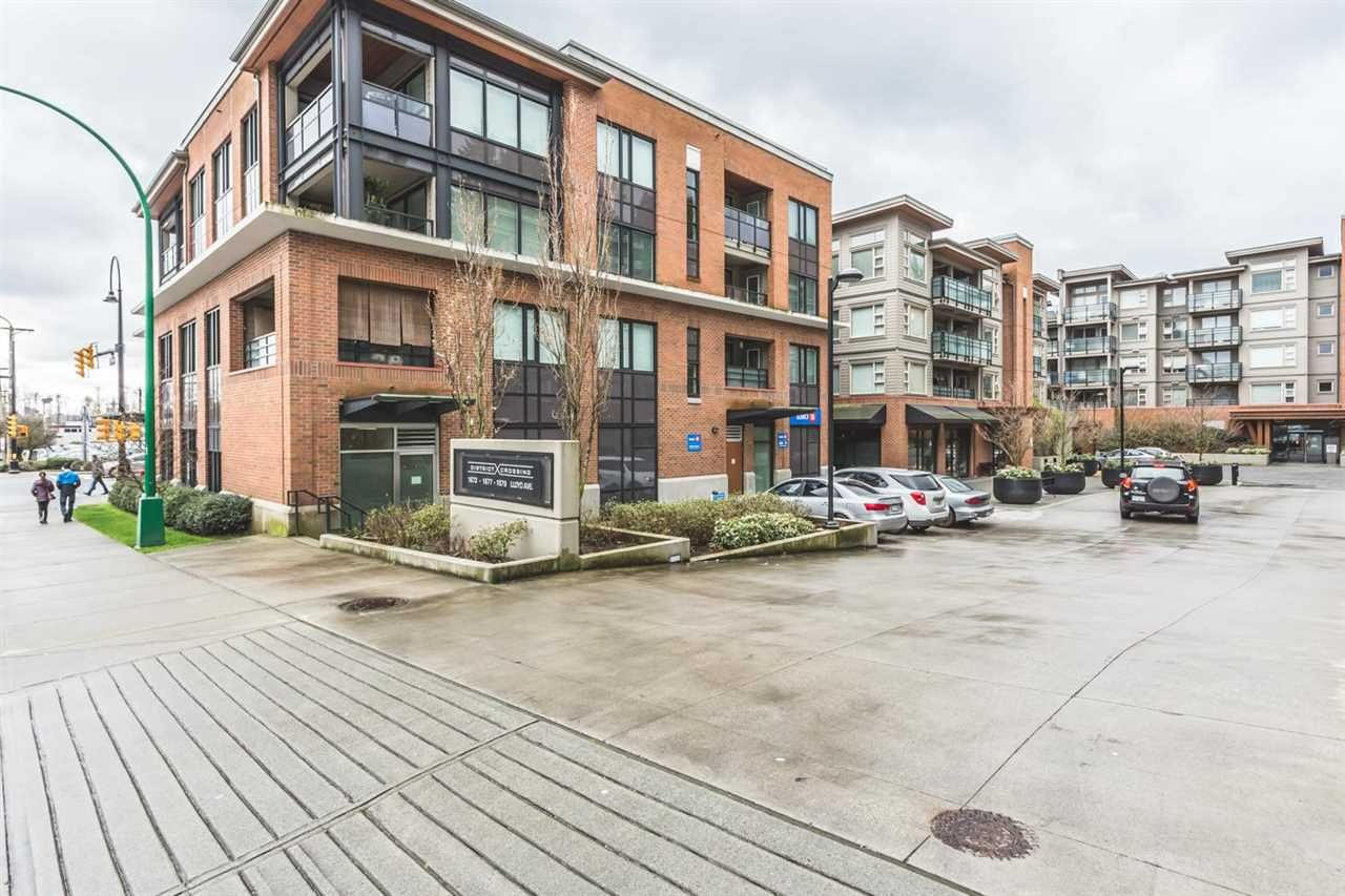 "Main Photo: 306 1673 LLOYD Avenue in North Vancouver: Pemberton NV Condo for sale in ""DISTRICT CROSSING"" : MLS®# R2046204"