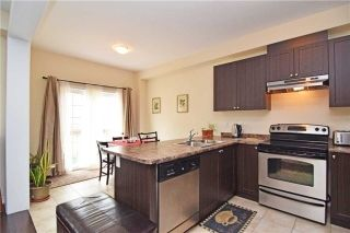 Photo 5: 572 Murray Meadows Place in Milton: Clarke House (2-Storey) for lease : MLS®# W5384534