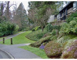 Photo 1: 223 7055 WILMA Street in Burnaby: VBSHG Condo for sale (Burnaby South)  : MLS®# V695795