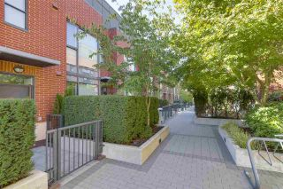 """Photo 2: 214 1961 COLLINGWOOD Street in Vancouver: Kitsilano Townhouse for sale in """"VIRIDIAN GREEN"""" (Vancouver West)  : MLS®# R2205025"""