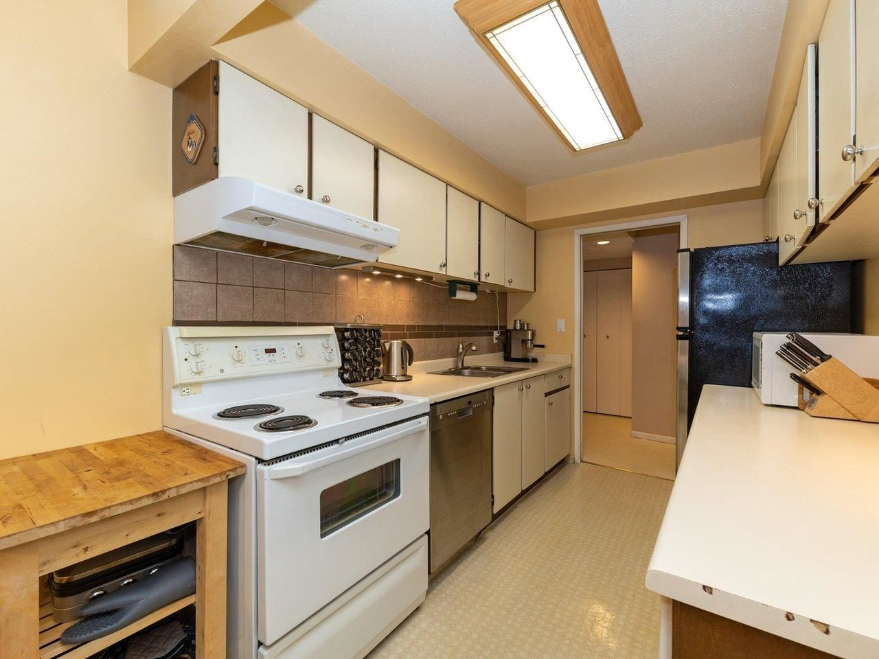"""Photo 8: Photos: 35 9101 FOREST GROVE Drive in Burnaby: Forest Hills BN Townhouse for sale in """"ROSSMOOR"""" (Burnaby North)  : MLS®# R2616608"""