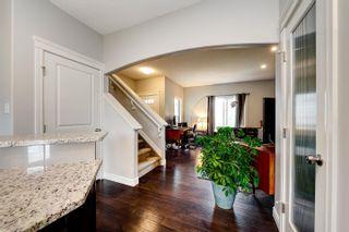 Photo 3: 5126 CORVETTE Street in Edmonton: Zone 27 House for sale : MLS®# E4253344