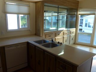 """Photo 9: 29 2120 KING GEORGE Boulevard in Surrey: King George Corridor Manufactured Home for sale in """"Five Oaks Park"""" (South Surrey White Rock)  : MLS®# R2485760"""