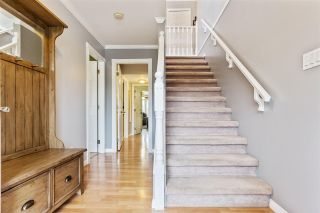 Photo 2: 35161 CHRISTINA Place in Abbotsford: Abbotsford East House for sale : MLS®# R2562778