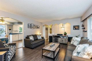 Photo 4: 17027 HEREFORD PLACE in Surrey: Cloverdale BC House for sale (Cloverdale)  : MLS®# R2435487