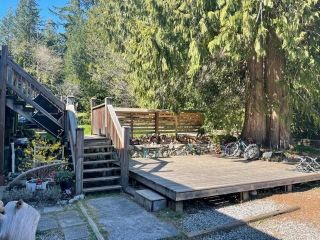 Photo 4: 978 NORTH Road in Gibsons: Gibsons & Area House for sale (Sunshine Coast)  : MLS®# R2566421