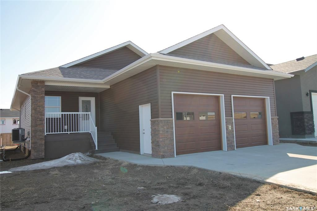 Main Photo: 428 Ridgedale Street in Swift Current: Sask Valley Residential for sale : MLS®# SK833820