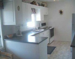 Photo 2: 364 HELMSDALE Avenue in Winnipeg: East Kildonan Single Family Detached for sale (North East Winnipeg)  : MLS®# 2506303