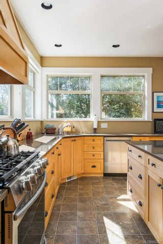 Photo 11: 19 South Turner St in Victoria: Vi James Bay House for sale : MLS®# 840297