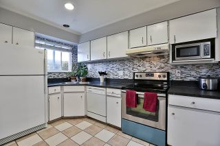"""Photo 4: 85 10760 GUILDFORD Drive in Surrey: Guildford Townhouse for sale in """"Guildford Close"""" (North Surrey)  : MLS®# R2222535"""