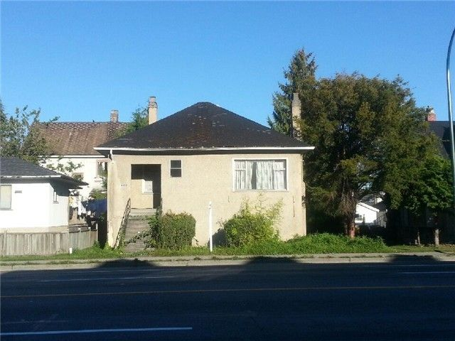 "Main Photo: 4328 KNIGHT Street in Vancouver: Knight House for sale in ""ZONED: MULTIPLE FAMILY DWELLING"" (Vancouver East)  : MLS®# V1067197"