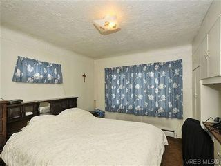 Photo 8: 3167 Carroll St in VICTORIA: Vi Burnside House for sale (Victoria)  : MLS®# 636095