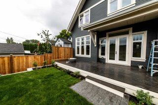 Photo 3: 941 E 24TH Avenue in Vancouver: Fraser VE 1/2 Duplex for sale (Vancouver East)  : MLS®# R2407771