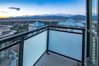 """Photo 19: 2408 10777 UNIVERSITY Drive in Surrey: Whalley Condo for sale in """"City Point"""" (North Surrey)  : MLS®# R2543029"""