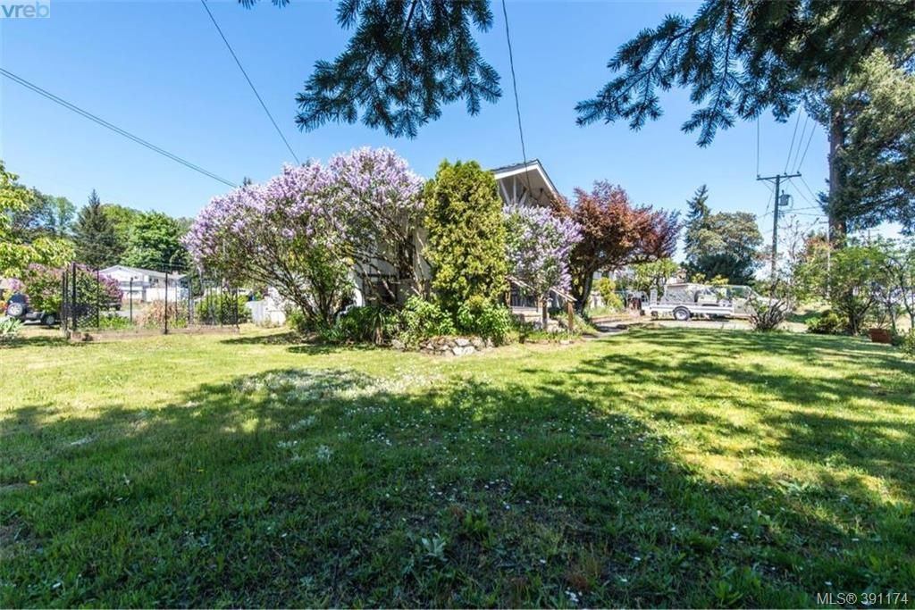 Photo 18: Photos: 1130 Goldstream Ave in VICTORIA: La Langford Lake House for sale (Langford)  : MLS®# 786306