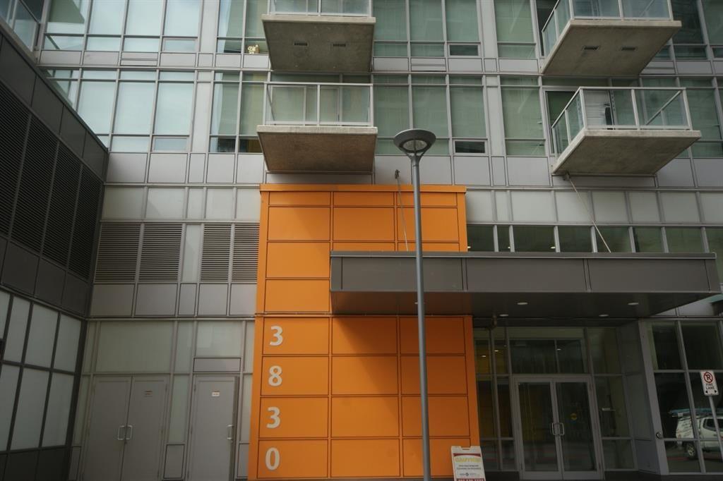 204 Balcony directly above 3830 orange front.