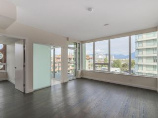 Photo 4: 810 111 E 1ST AVENUE in Vancouver: Mount Pleasant VE Condo for sale (Vancouver East)  : MLS®# R2135832