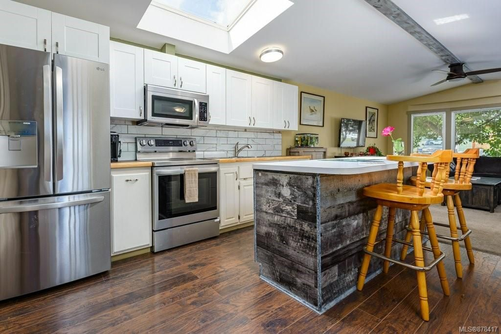 Main Photo: 3306 Seventh St in : CV Cumberland Manufactured Home for sale (Comox Valley)  : MLS®# 878417