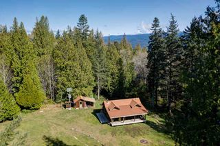 Photo 2: 135 HAIRY ELBOW Road in Seymour: Halfmn Bay Secret Cv Redroofs House for sale (Sunshine Coast)  : MLS®# R2556718