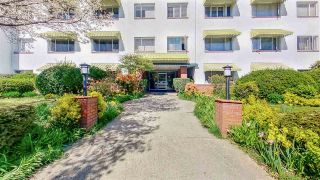 "Main Photo: 207 2469 CORNWALL Avenue in Vancouver: Kitsilano Condo for sale in ""Dorset House"" (Vancouver West)  : MLS®# R2565291"